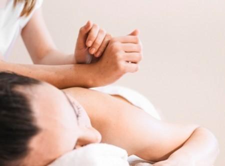 0-3058_0-2759_concepto-masaje-mujer-relajada_23-2147821096_565_001